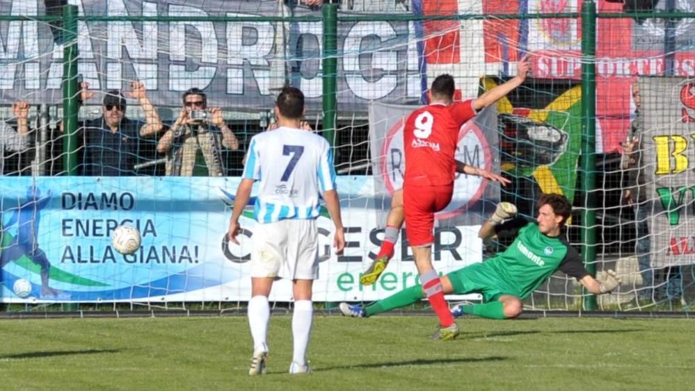 Risultati immagini per giana erminio-alessandria 2015 calcio