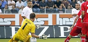 Palermo's Gonzalez scores the first goal against FC Thun's Da Costa during their Europa League third round second leg qualifying soccer match in Thun