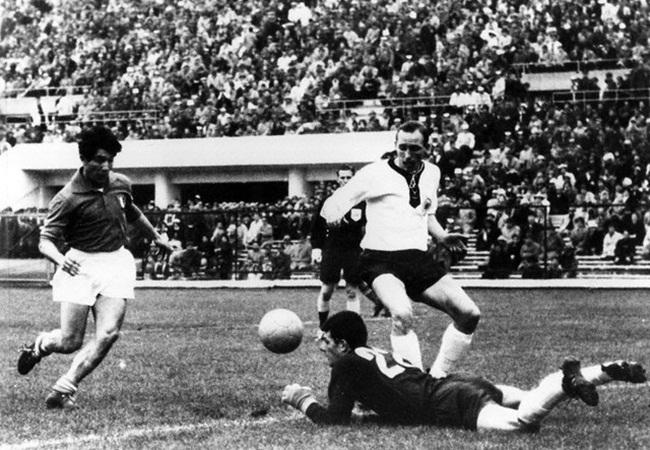 Italia-Germania Ovest 0-0; Fahrian anticipa Omar Sivori