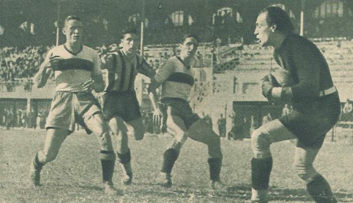 1941-liguria-0-atalanta-2-amoretti-blocca-la-palla-gattoronchieri-e-tortarolo-osservano